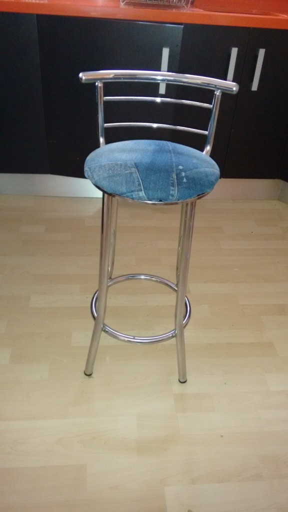 Tapizar una silla o banqueta redonda con tus propias manos - Tapizar banqueta ...